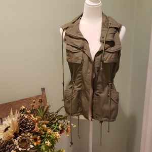 NWOT Womens army green utility vest.